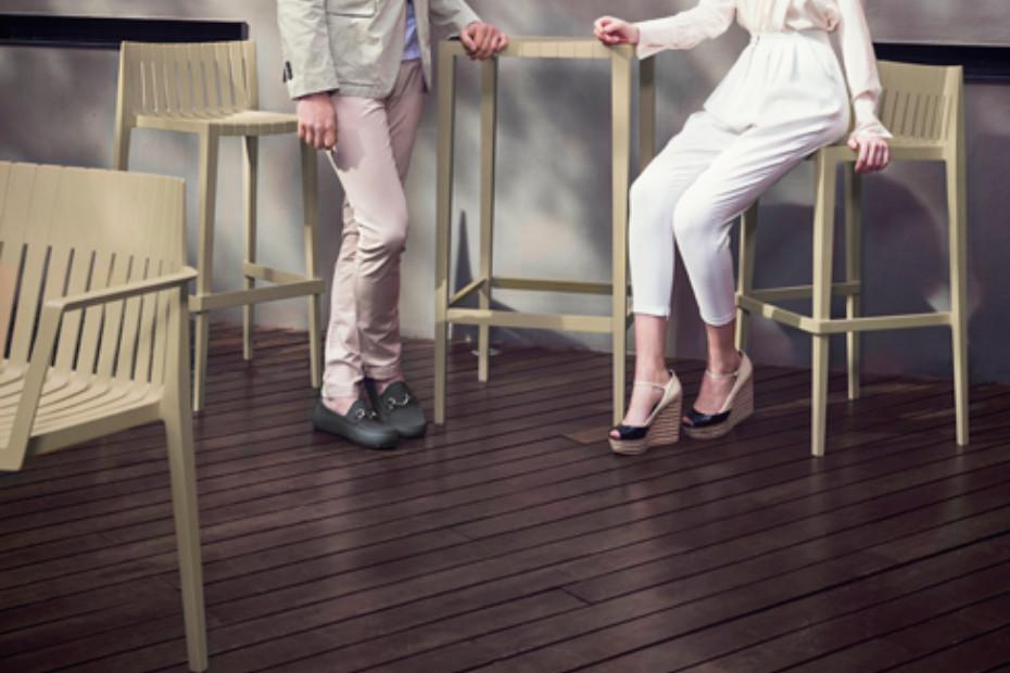 Spritz stool