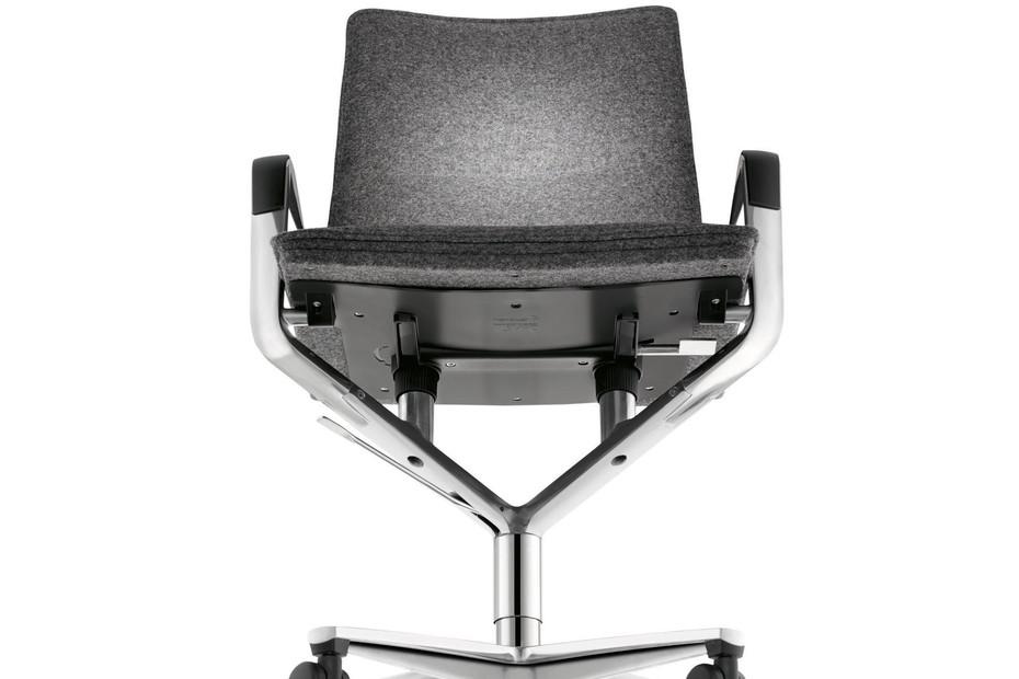 Sola Swivel Chair