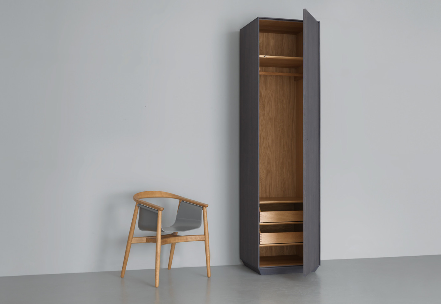 Kin tall by period of time stylepark - Armoire penderie 1 porte ...