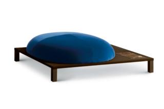 Bonsai Pouf mit Holzgestell  von  arflex