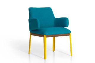 Hug small side chair  von  arflex