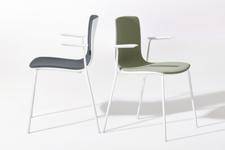 Aava - 4 legs with armrests  by  Arper