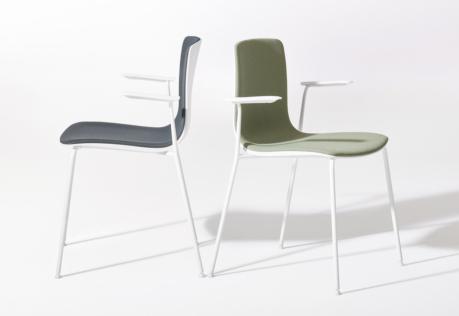 Aava - 4 legs with armrests