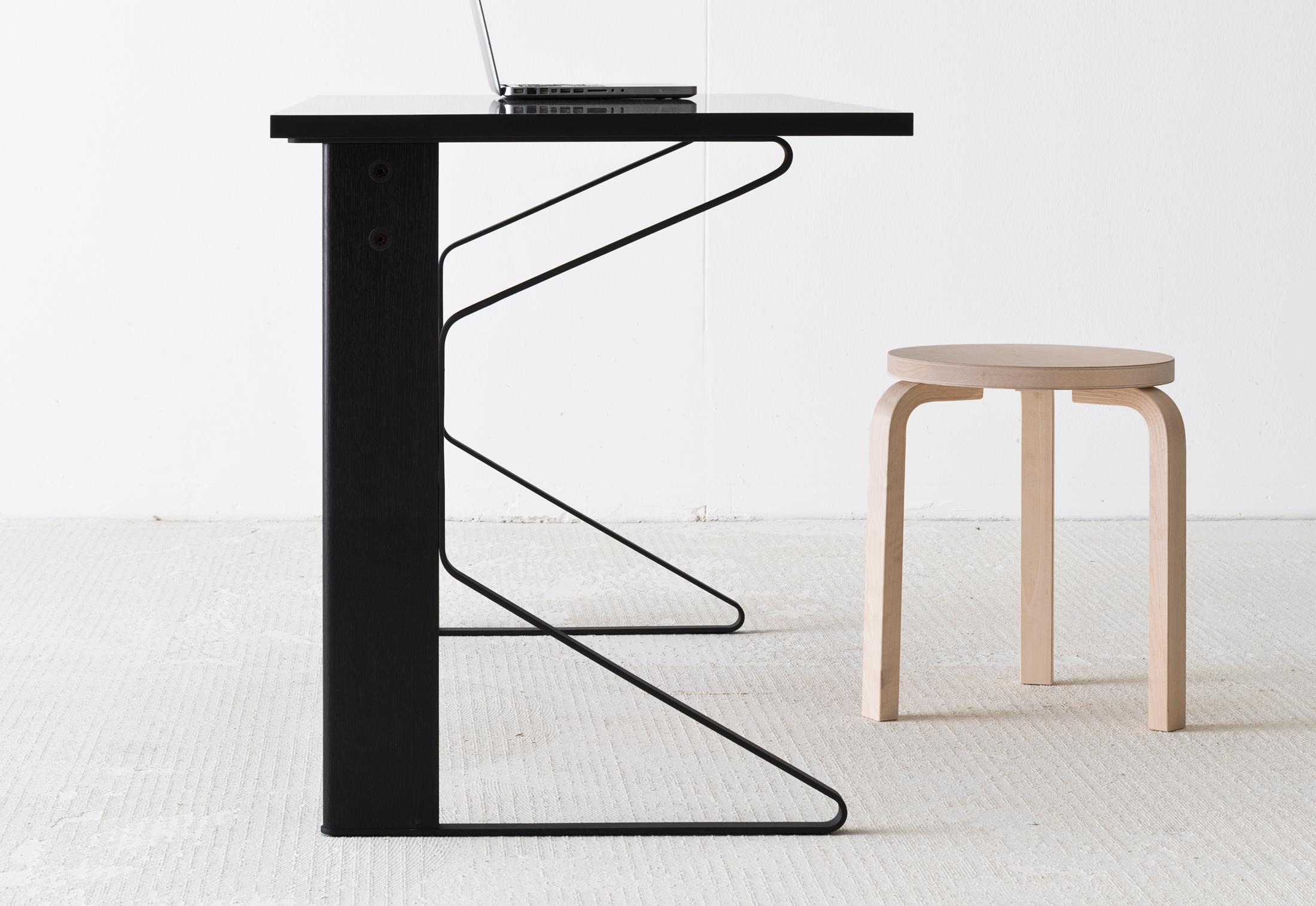 kaari schreibtisch von artek stylepark. Black Bedroom Furniture Sets. Home Design Ideas