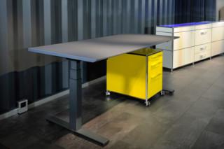 Tisch height-adjustable  by  Artmodul