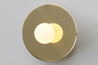 Disc and Sphere Wandaufbauleuchte  von  Atelier Areti