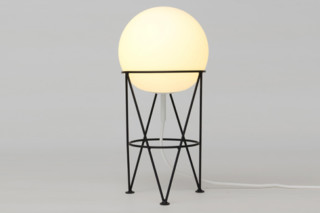 Structure and Globe Tischleuchte  von  Atelier Areti