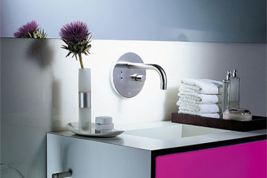 eMote Wall-mounted infrared basin mixer with mixing button long