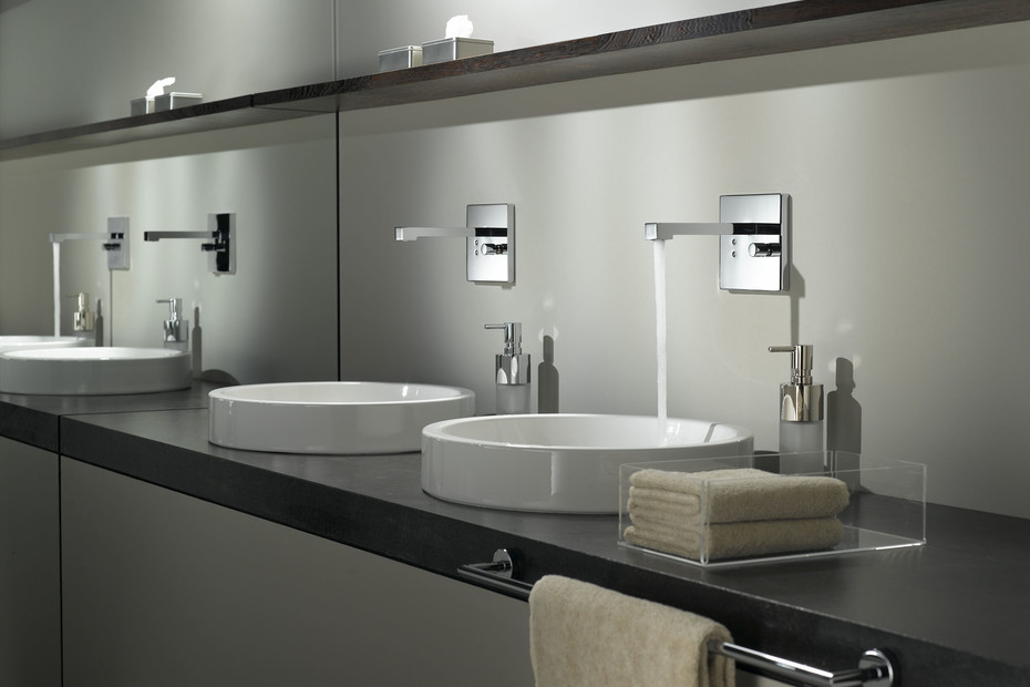 eTech Wall-mounted infrared basin mixer with mixing button square