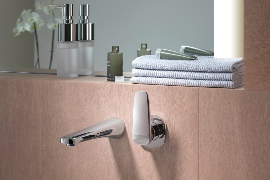 Gentle Wall-mounted single-lever basin mixer