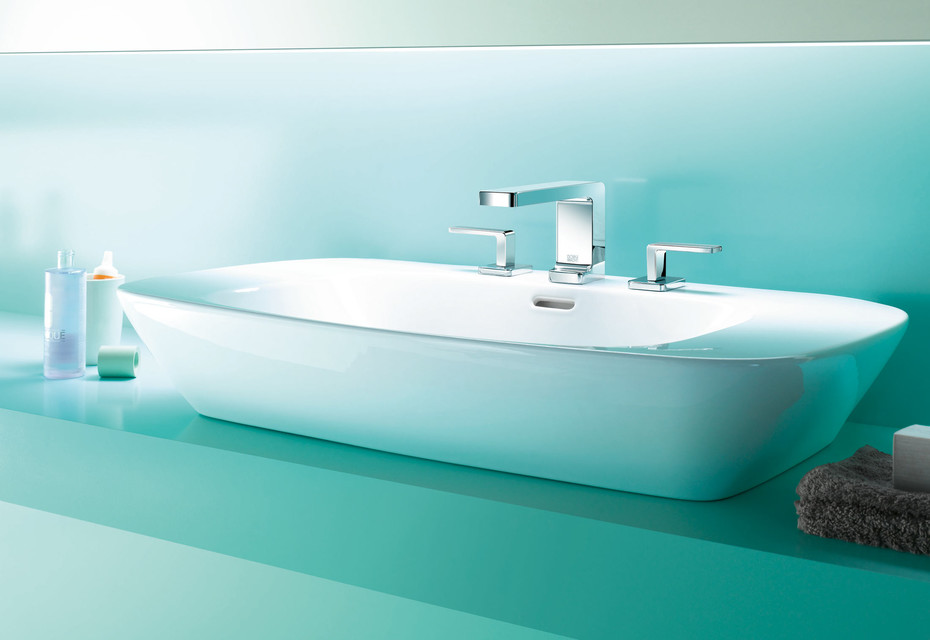 Lulu three-hole basin mixer with individual rosettes