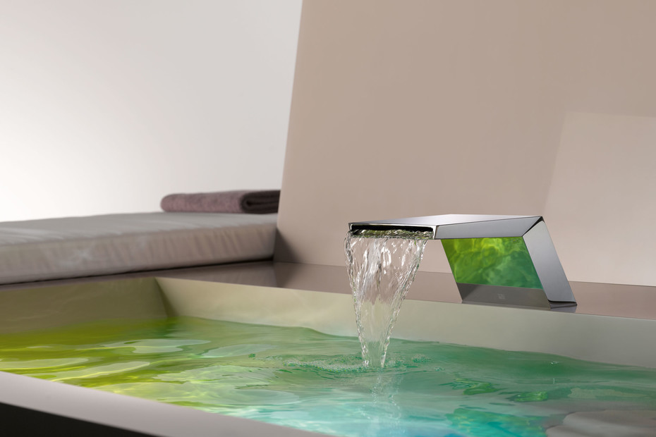 Supernova Cascade bath spout