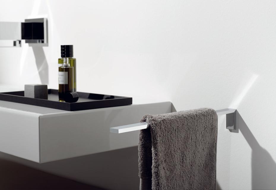 Symetrics Towel Bar