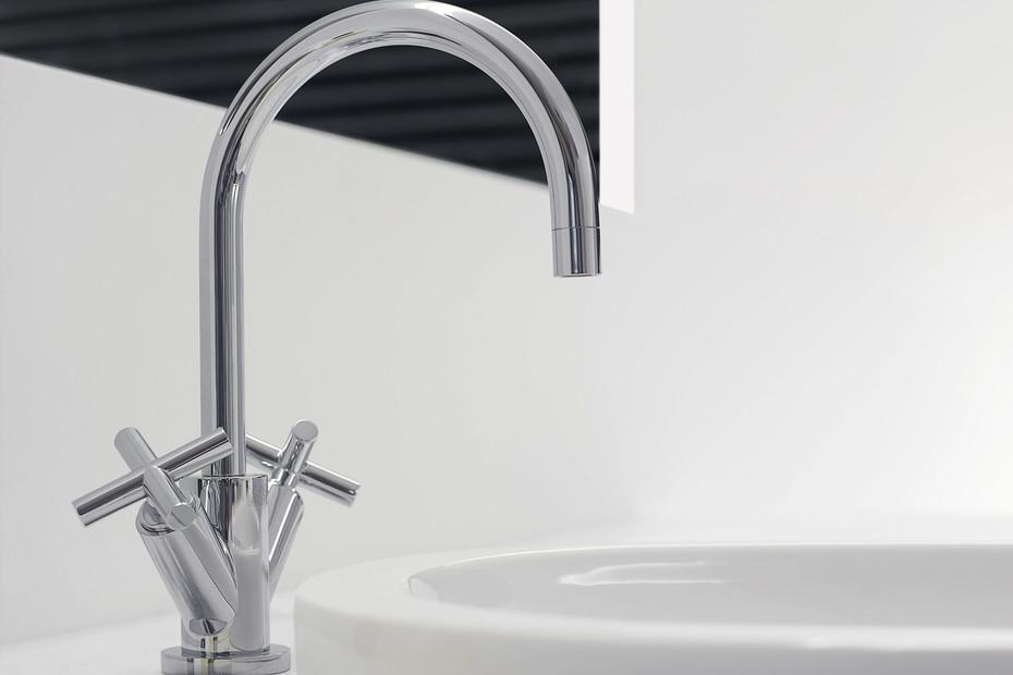 Tara chrome single-hole basin mixer