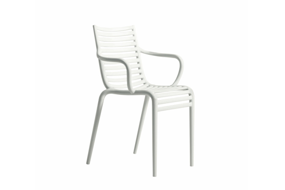 PIP-e chair with armrests