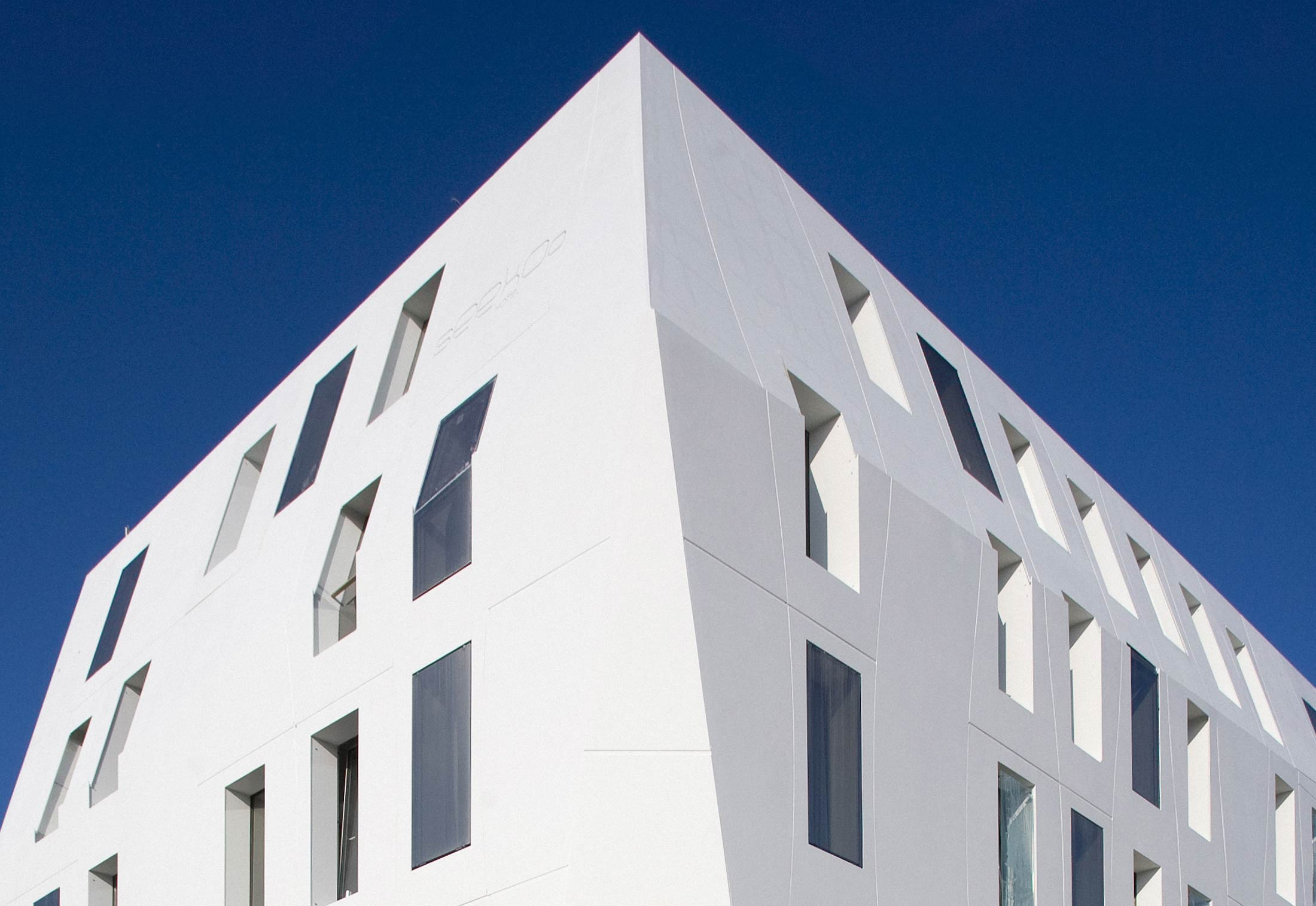 dupont corian seeko 39 o hotel bordeaux von dupont corian stylepark. Black Bedroom Furniture Sets. Home Design Ideas