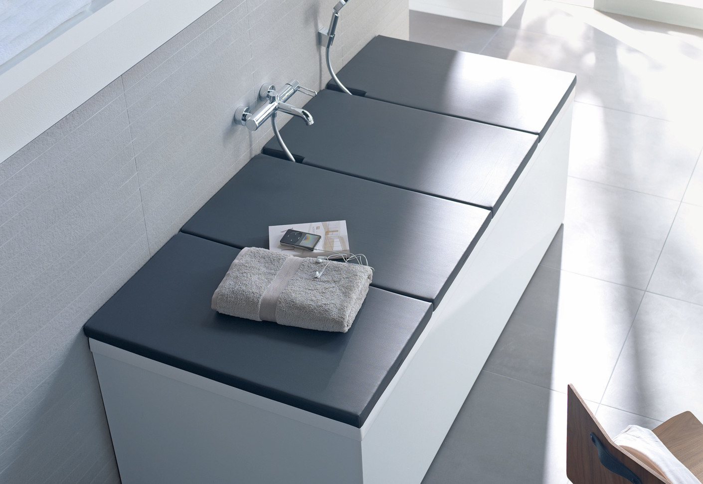 Bathtub covers by Duravit | STYLEPARK