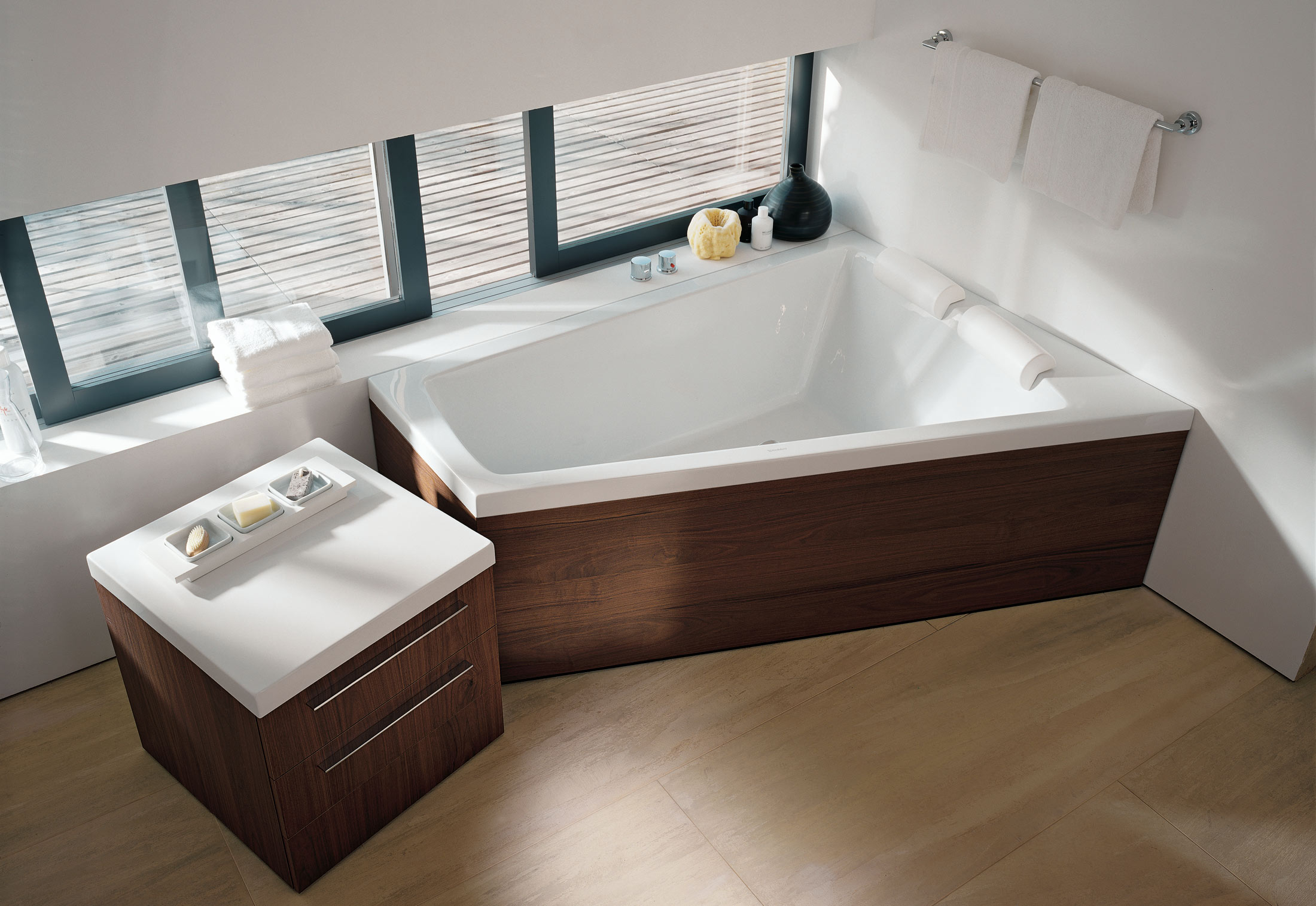 paiova wanne von duravit stylepark. Black Bedroom Furniture Sets. Home Design Ideas