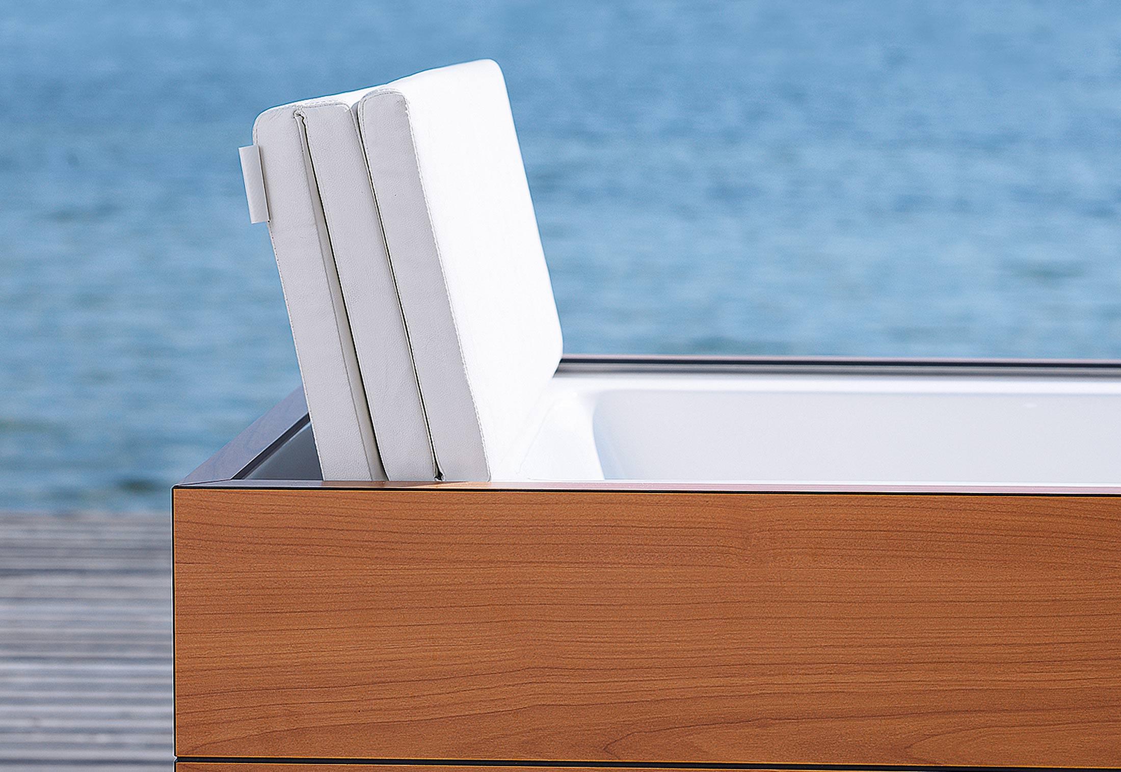 sundeck wanne freistehend von duravit stylepark. Black Bedroom Furniture Sets. Home Design Ideas