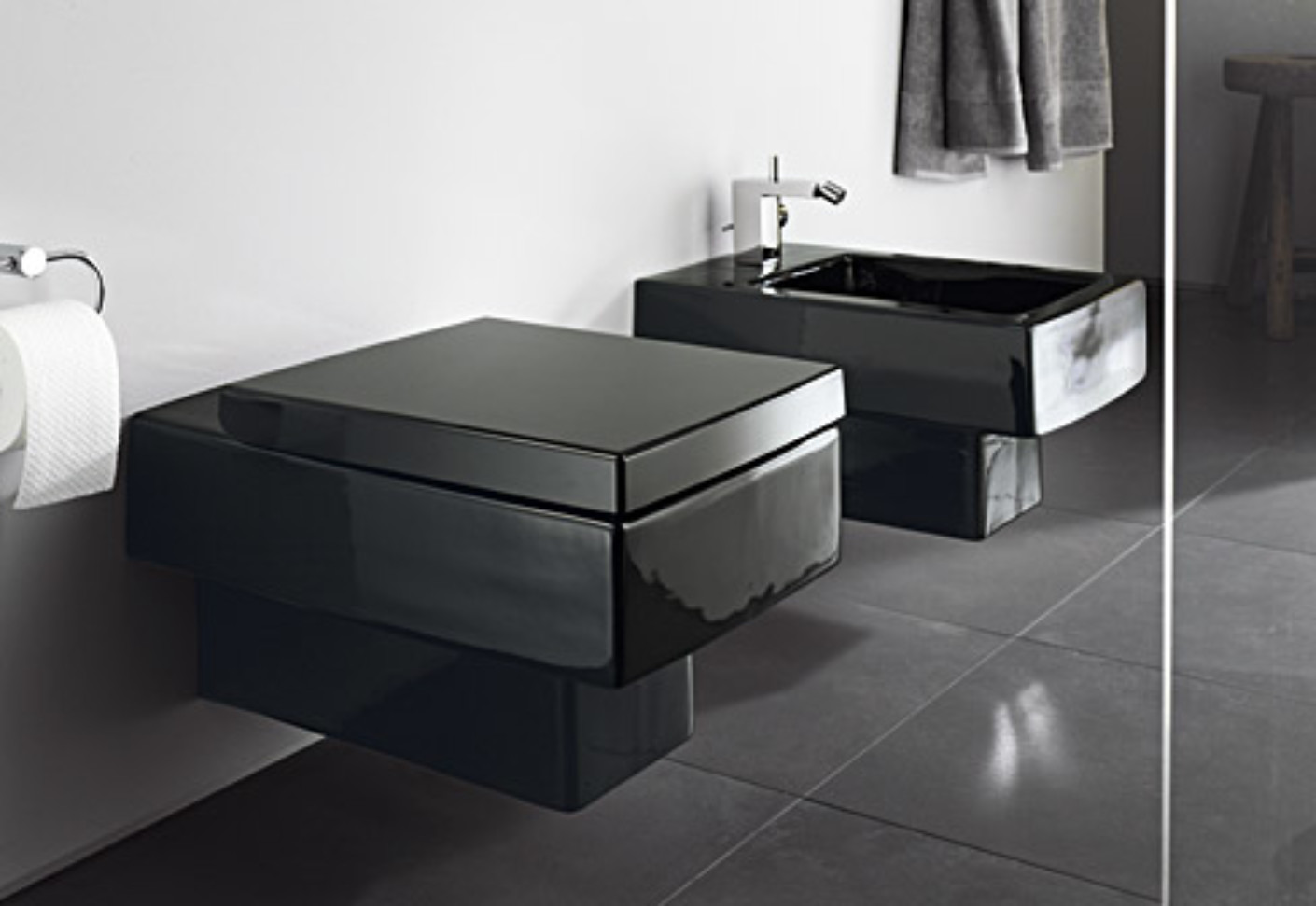 Vero Black wall toilet by Duravit | STYLEPARK