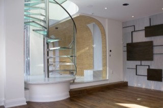 Glass spiral stairs  von  EeStairs