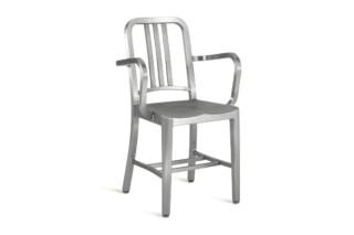 Navy® Stuhl mit Armlehnen  von  Emeco