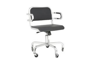 Nine-0™ SA Swivel armchair  by  Emeco