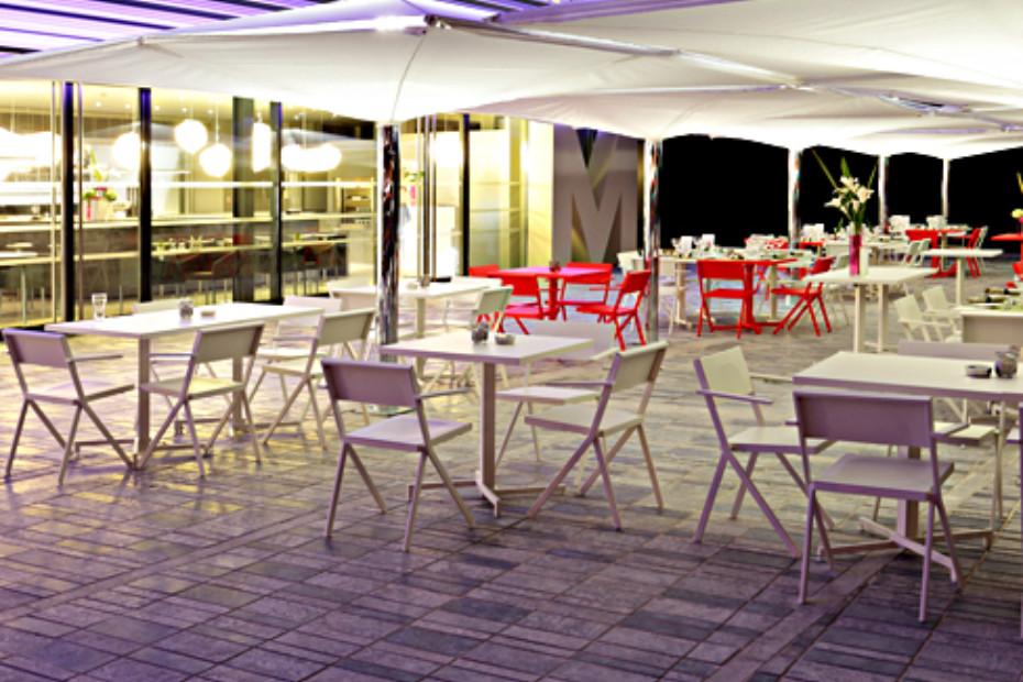 Mia square table