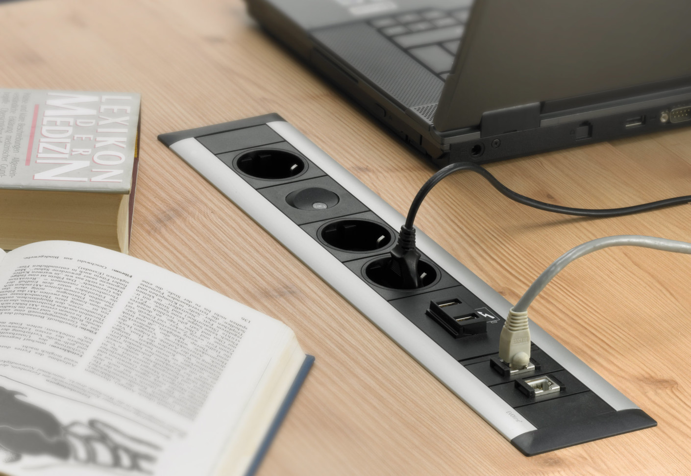 Frame Dock By Evoline Stylepark
