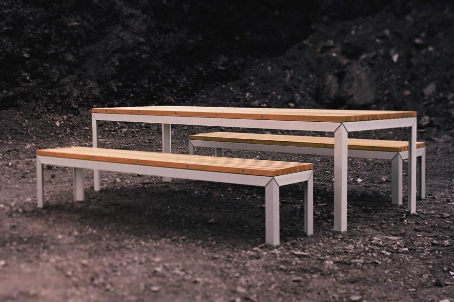 Extempore dining table