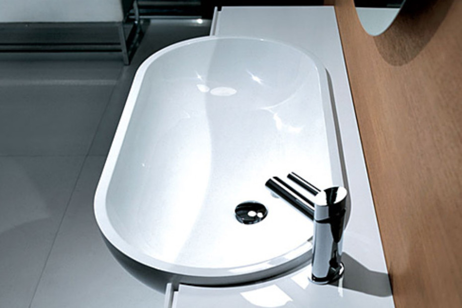 Above-mounted oval basin