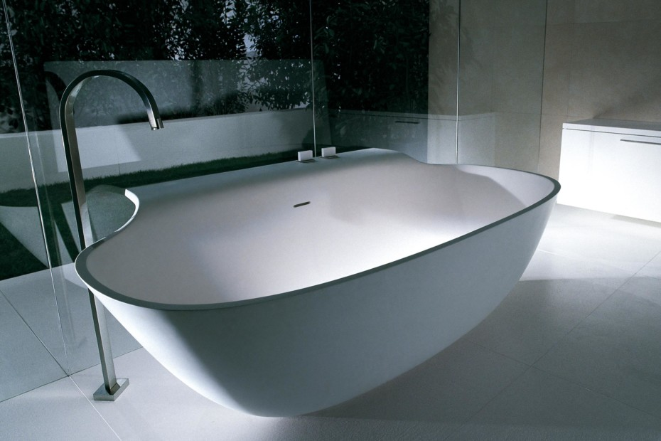 Scoop bath tub