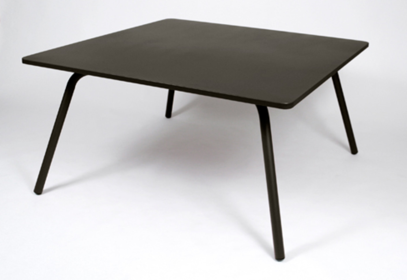 Table fermob elegant table de jardin fermob table de for Esstisch replica