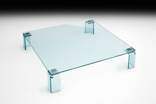 Newton coffee table  by  FIAM Italia