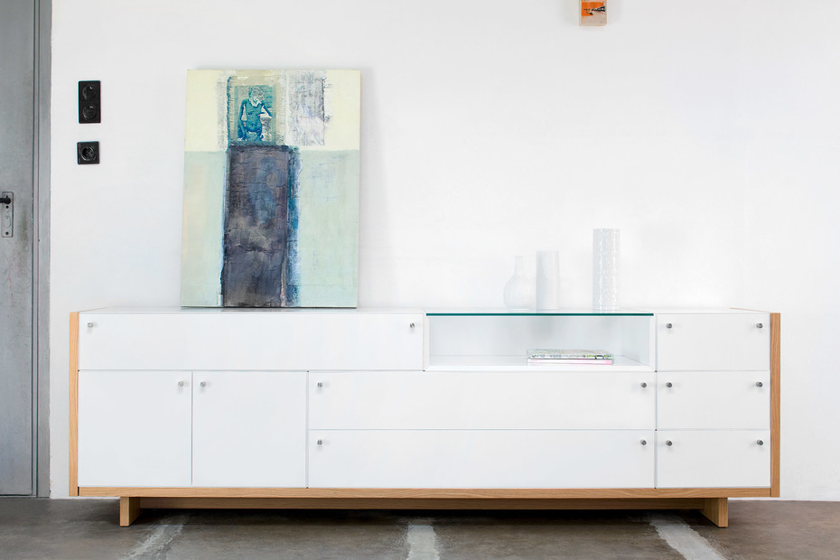 Quaro sideboard with legs