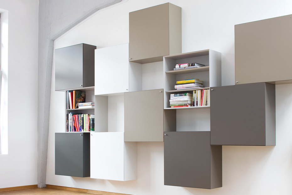 Quaro wall mounted shelf
