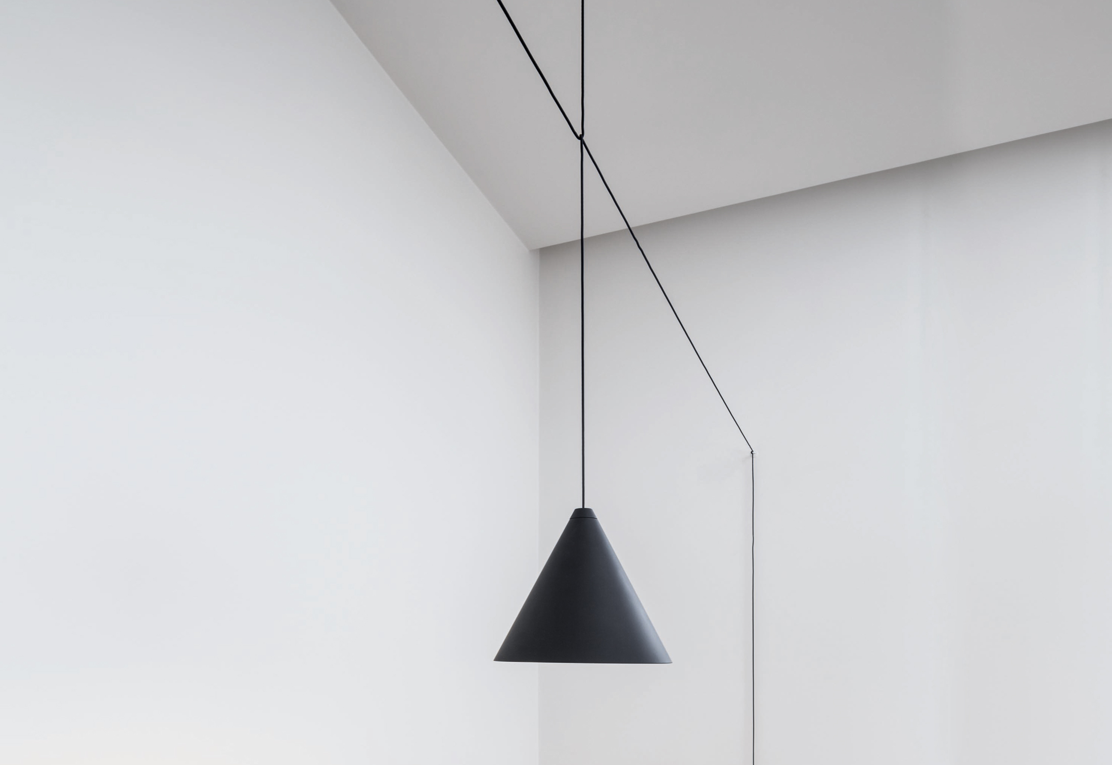 string light cone von flos stylepark. Black Bedroom Furniture Sets. Home Design Ideas