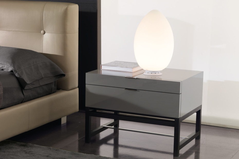 Uovo table lamp