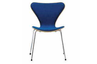 SERIES 7™ - 3107 upholstered  by  Fritz Hansen