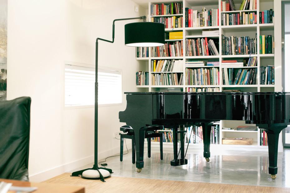Black Swivel Light Floor