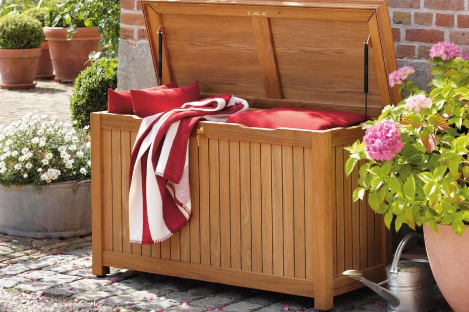 Cushion chest teak