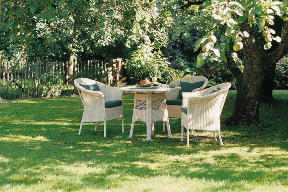 Savannah Tisch rund