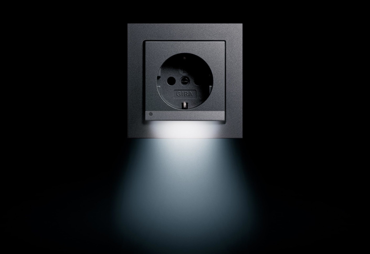 e2 socket with led navigationlight by gira stylepark. Black Bedroom Furniture Sets. Home Design Ideas