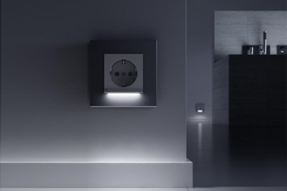 e2 steckdose mit led orientierungsleuchte von gira stylepark. Black Bedroom Furniture Sets. Home Design Ideas