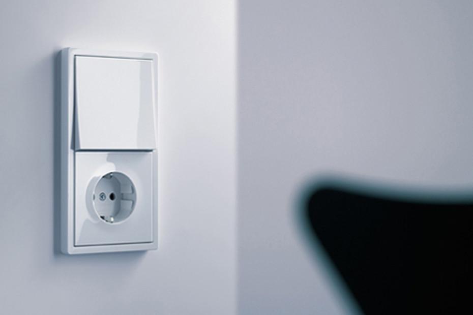 F100 switch / socket