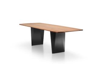 Onda table  by  Girsberger