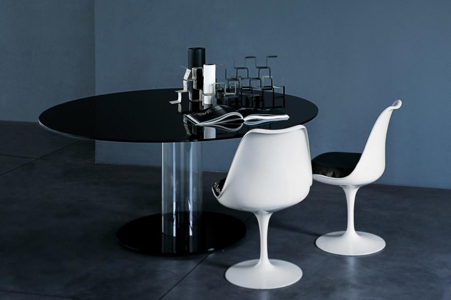 Hub dining table