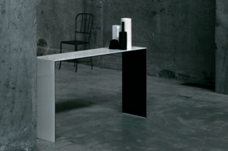 SiO2 Bridge console  by  GLAS ITALIA