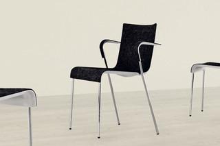 Chair II mit Armlehnen  von  Gubi