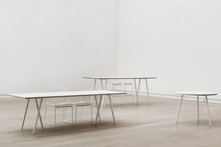 Loop Stand Table  von  HAY